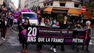 Manifestação em defesa dos direitos de transgêneros em Paris.