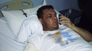 O senador Robert Acevedo no Hospital San Lucas após sofrer atentado.