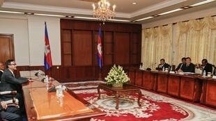 Le Premier ministre Hun Sen a reçu lundi matin 16 septembre 2013 le leader de l'opposition Sam Rainsy.