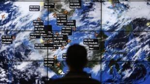 Sexto dia de buscas por avião desaparecido na Ásia.