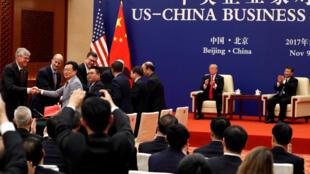 Tổng thống Donald Trump và chủ tịch Tập Cận Bình dự cuộc gặp lãnh đạo doanh nghiệp  Mỹ -Trung tại Đại lễ đường Nhân dân Bắc Kinh ngày 9/11/2017.