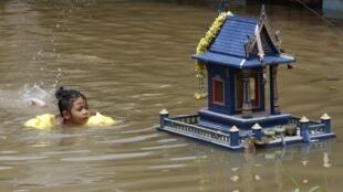 ទឹកជោរជន់លិចលង់នៅតំបន់ Ayutthaya ឋិតនៅប៉ែកខាងជើងនៃទីក្រុងបាងកក