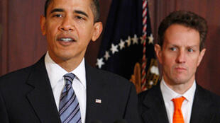 Tổng thống Obama và bộ trưởng Tài chính Timothy Geithner (Reuters)