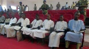 Des membres présumés du groupe Boko Haram lors de leur procès Ndjamena, le 26 août 2015. Ils ont été exécutés trois jours plus tard.