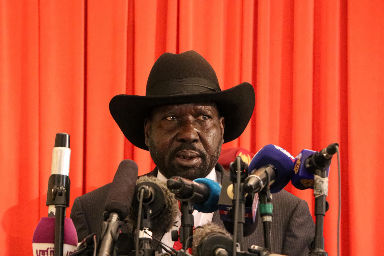 Le président du Soudan du Sud Salva Kiir s'adresse à la presse à l'aéroport international de Juba, le 9 novembre 2019.