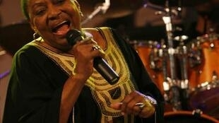 Miriam Makeba en concert près de Naples, en Italie, le 9 novembre 2008.