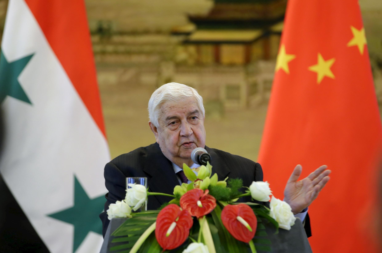 در دیدار رسمی خود از چین، ولید معلم، وزیر امور خارجه سوریه با وانگ یی، همتای چینی خود در یک کنفرانس مطبوعاتی مشترک شرکت کرد. ٣ دی/ ٢٤ دسامبر٢٠١۵
