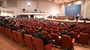 Sur les 329 députés que compte le Parlement irakien, 255 se sont déplacés pour voter leur confiance au gouvernement de Moustafa al-Kazimi.
