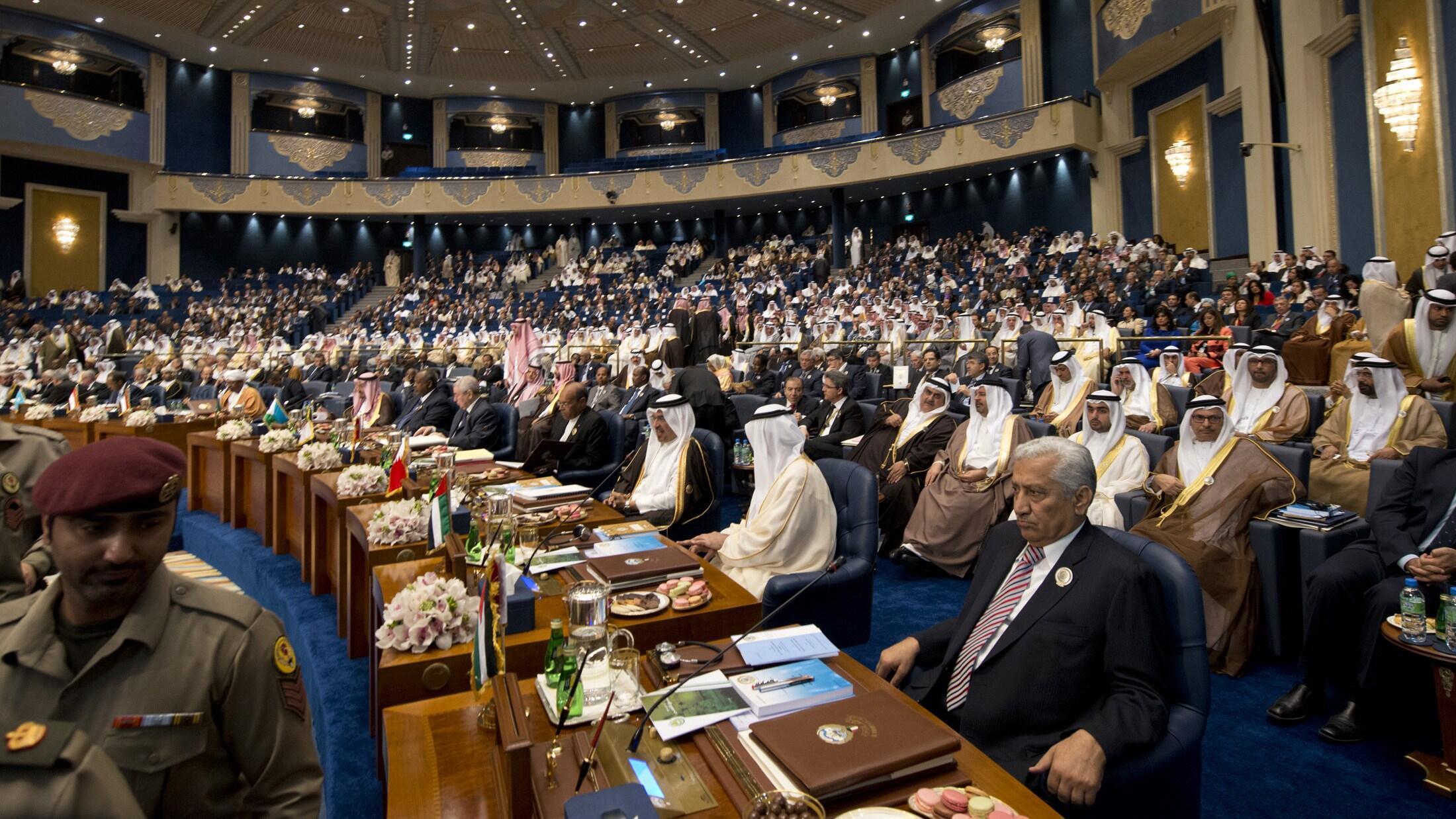 Líderos dos países árabes estão reunidos no Kuwait para discutir a crise na Síria.