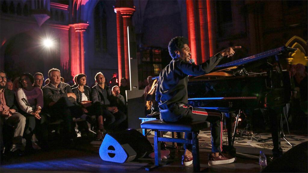 Jon Batiste en concert à la Cathédrale américaine de Paris, le 5 octobre 2018.