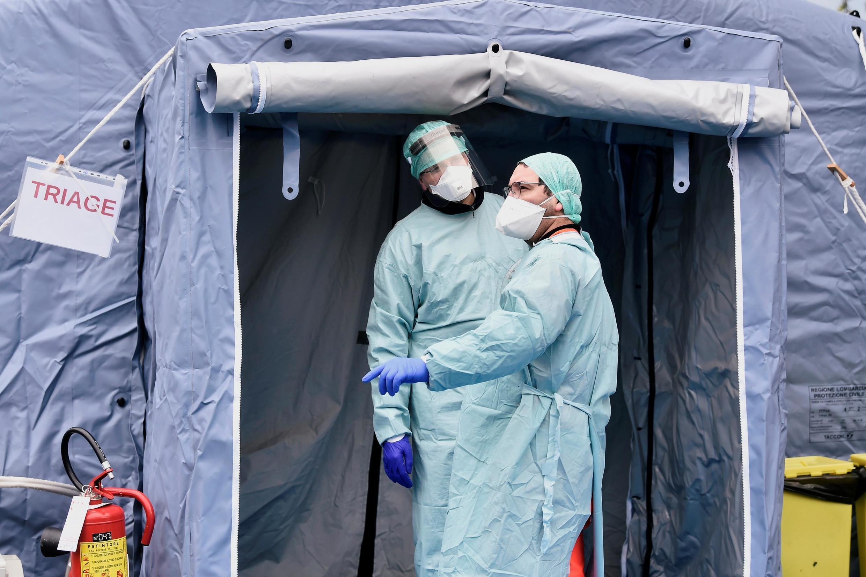 Một chốt kiểm tra y tế ở lối vào bệnh viện Spedali Civili ở Brescia, vùng Lombardia, Ý. Ảnh chụp ngày 03/03/2020.