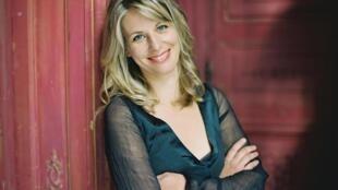 Photographie portrait de la pianiste Claire-Marie Le Guay.