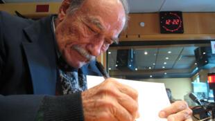 El escritor cubano Arnaldo Correa en los estudios de RFI.
