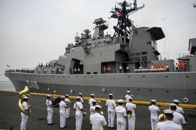 俄羅斯軍艦停靠馬尼拉港向菲律賓捐贈軍事裝備2017年10月20日