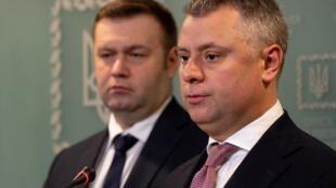 Oleksiy Orzhel, ministre ukrainien de l'Énergie et de l'Environnement, et Yuriy Vitrenko, directeur de Naftogaz , lors d'une conférence de presse à Kiev, le 21 décembre 2019.