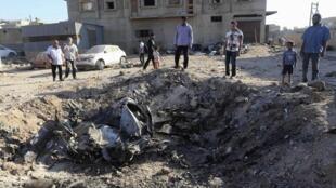 Um avião militar líbio que participava nos combates de apoio das forças para-militares cai na cidade de Benghazi.