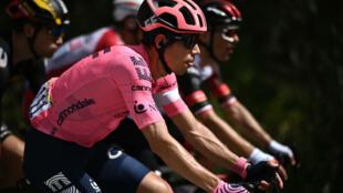 El colombiano Rigoberto Urán (EF1) durante la duodécima etapa del Tour de Francia entre Saint-Paul-Trois-Chateaux y Nimes el 8 de julio de 2021