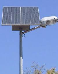 Un lampadaire alimenté par l'energie solaire au Maroc.