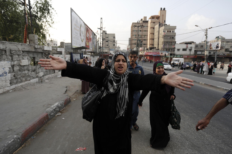 """فلسطینیان در حال فرار از """"شجاعیه"""" در غزه"""