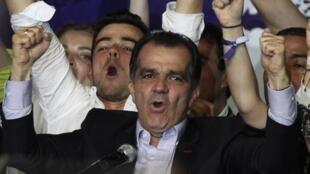 Oscar Ivan Zuluaga, candidat à la présidentielle colombienne, se montre très satisfait des résultats du premier tour. Il devance en effet l'actuel chef de l'Etat, Juan Manuel Santos. Photo : le 25 mai 2014 à Bogota.