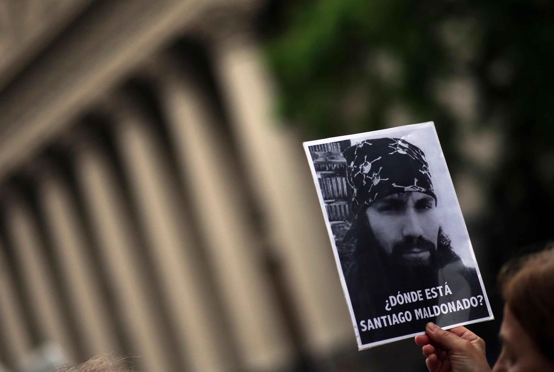 O desaparecimento do jovem Santiago Maldonado provocou uma forte onda de indignação e pode influenciar diretamente o resultado das eleições argentinas deste domingo (22)