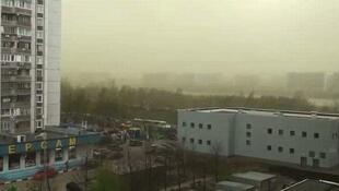 莫斯科笼罩在绿色的空气中