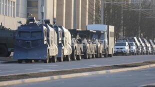 После полудня 25 марта все ключевые точки Минска были заняты автобусами с силовиками, автозаками, другой спецтехникой для разгона демонстрантов.