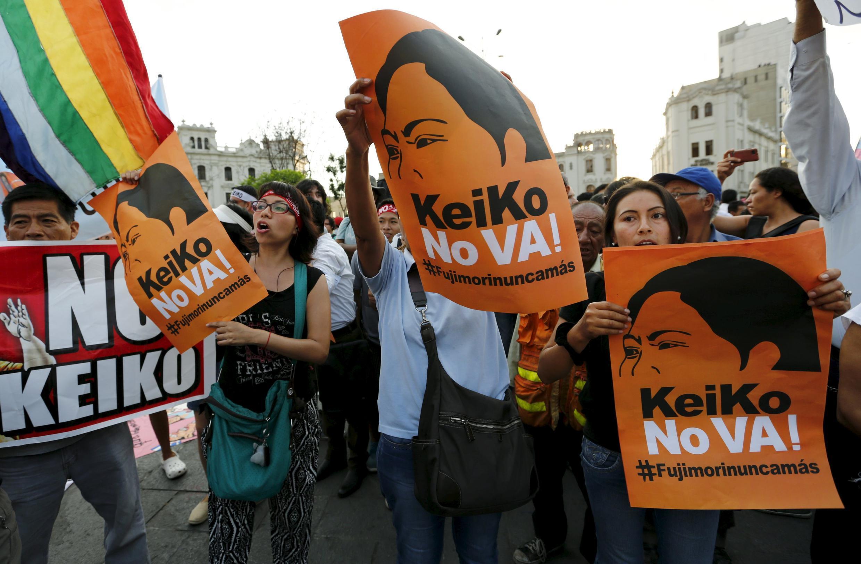 Marcha contra Keiko Fujimori en Lima, este 5 de abril de 2016.