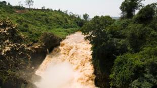 Les chutes Rusomo au Rwanda.