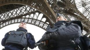 A torre Eiffel está fechada até próxima ordem.