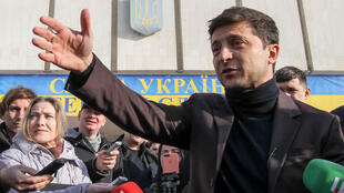 Актер Владимир Зеленский лидирует в первом туре президентских выборов в Украине