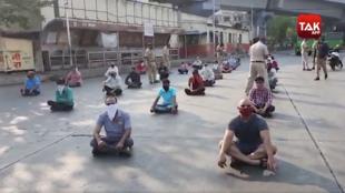 Une séance de yoga à Pune pour avoir bravé le confinement. Photo publiée sur le compte twitter du Mumbaitak, un média local.