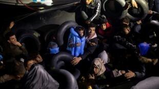 Migrantes na ilha grega de Samos na Grécia