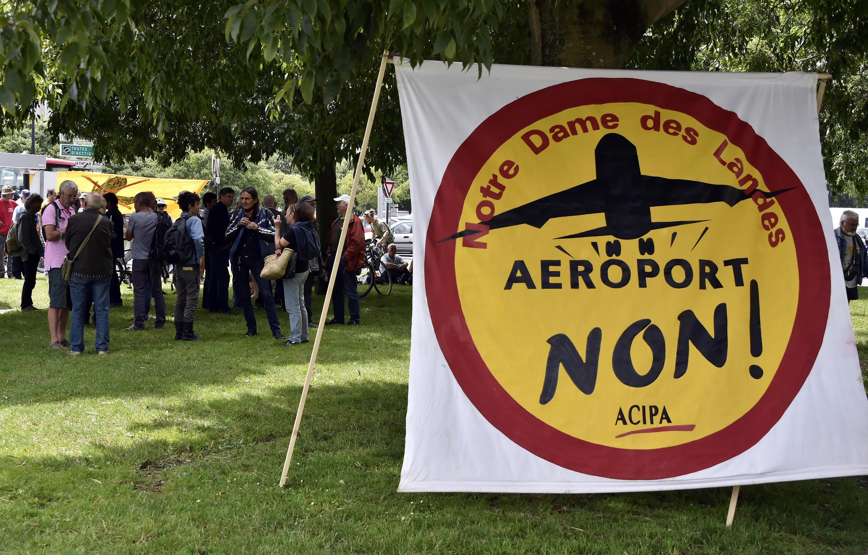 Manifestation des opposants à la construction de l'aéroport Notre-Dame-des-Landes devant le tribunal administratif de Nantes. Photo datée du 18 juin 2015.