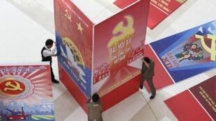 Các tranh cổ động, biểu ngữ quảng bá cho Đại hội đảng Cộng sản Việt Nam lần thứ 12 tại Trung Tâm Hội Nghị, Hà Nội, ngày 18/01/2016