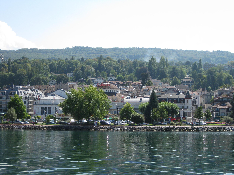 日內瓦湖畔的小鎮依雲