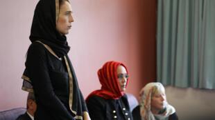 Các đại diện của cộng đồng Hồi Giáo trong buổi tiếp xúc với thủ tướng New Zealand Jacinda Ardern, tại trung tâm tị nạn Canterbury, Christchurch, 16/03/2019.