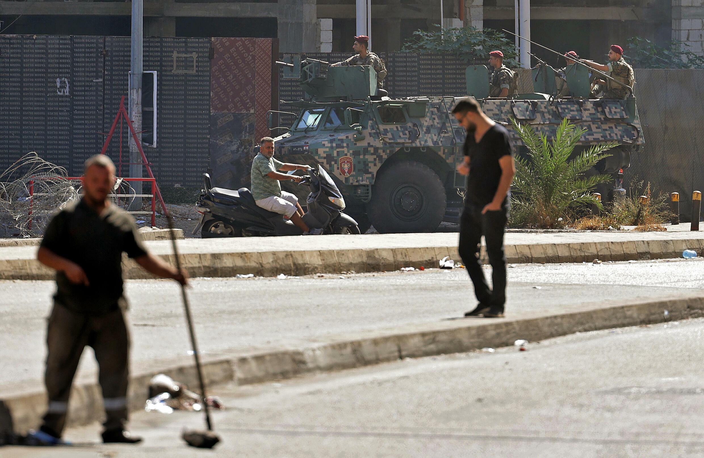 Unos soldados libaneses patrullan en Tayuné, en el sur de Beirut, el 15 de octubre de 2021