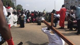 A Juba, au Soudan du Sud, des catholiques célèbrent le Vendredi Saint en reconstituant le chemin de Croix de Jésus Christ, le 30 avril 2018 (image d'illustration).
