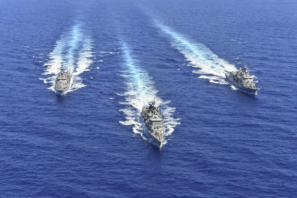 Photo du ministère de la Défense grec montant des navires de sa flotte participant à un exercice militaire dans l'est de la Méditerranée, le 25 août 2020.