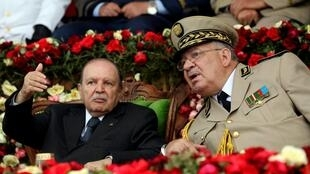 阿尔及利亚总统布特弗利卡和陆军参谋长艾哈迈德·盖德·萨拉赫将军(Ahmed Gaid Salah)在一起             2012年6月27日