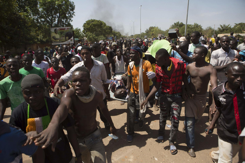 Le Burkina Faso en ébullition, ce jeudi 30 octobre, à cause du projet de loi sur la révision de la Constitution permettant une nouvelle candidature du président Blaise Compaoré après 2015.