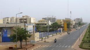 La rue principale de la capitale malienne, Bamako, quasiment déserte après le coup d'Etat militaire, le 24 mars 2012.