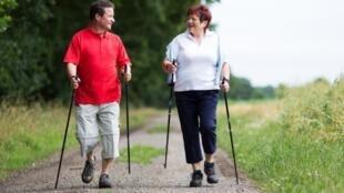 Marcher 30 à 40 minutes par jour est bon pour la santé physique et psychique.
