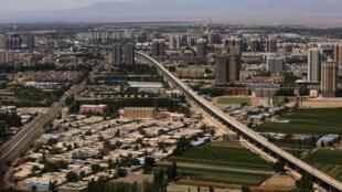 Vue aérienne de la ville de Hami dans l'est de la région du Xinjiang, région autonome contre laquelle Pékin oeuvre afin de garder le contrôle.