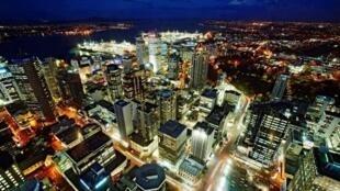 图为新西兰奥克兰鸟瞰夜景