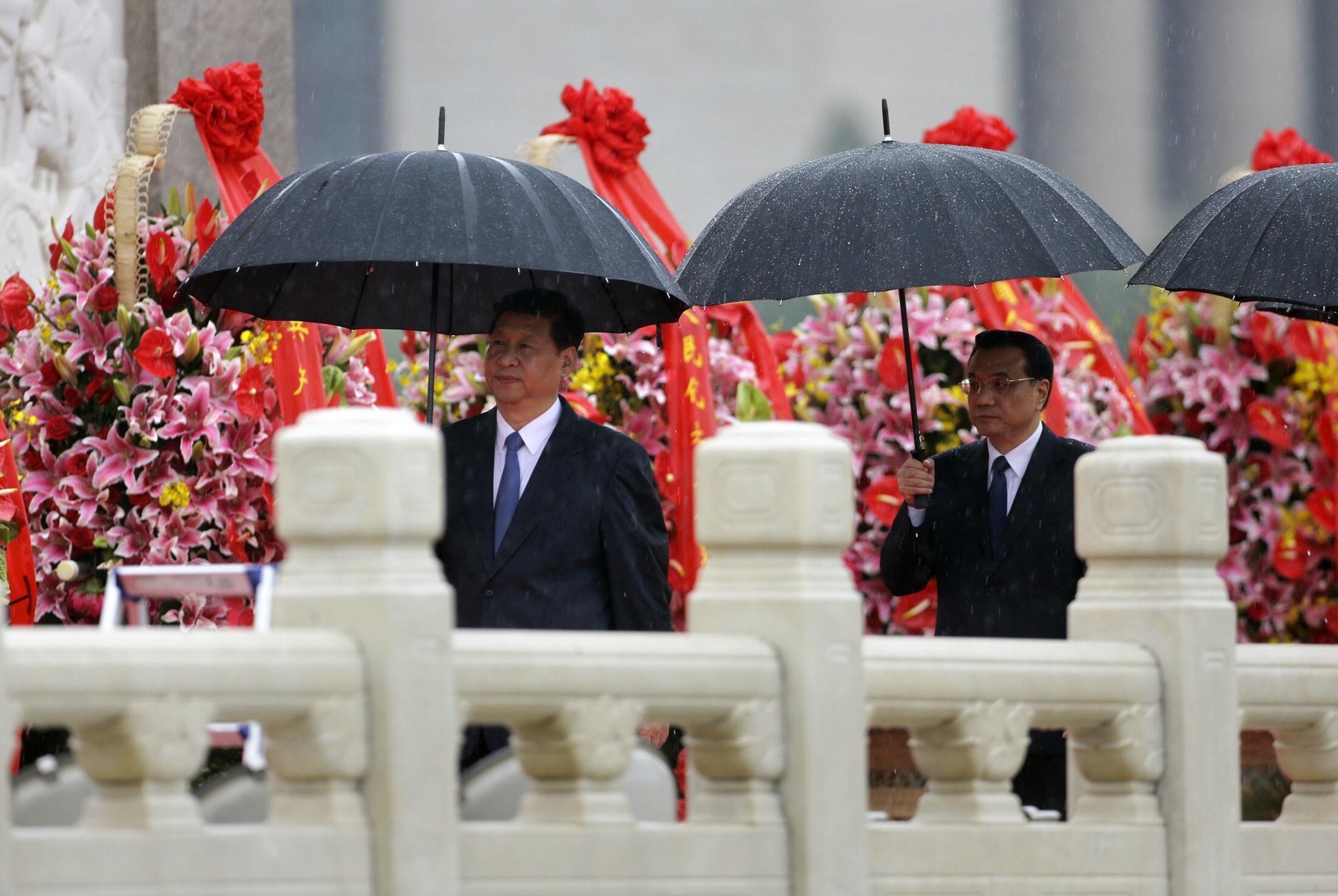 Chủ tịch nước Tập Cận Bình (T) và Thủ tướng Lý Khắc Cường dự lễ mửng Quốc khánh Trung Quốc lần thứ 64 tại Bắc Kinh