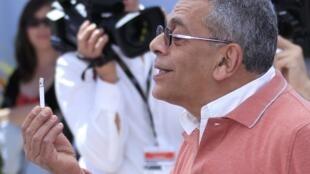 Le réalisateur égyptien Yousry Nasrallah lors du photocall pour son film « Après la bataille », présenté en compétition officielle le 17 mai 2012 au Festival de Cannes.