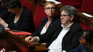 Clémentine Autain et Jean-Luc Mélenchon, en juin 2018 à l'Assemblée nationale à Paris.