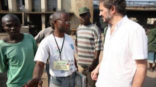 Le directeur du Bureau conjoint des Nations Unies pour les droits de l'homme, José Maria Aranaz (à gauche).